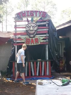 'Twisty's Bar' on Halloween forum