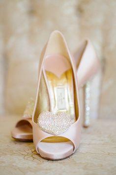 Featured photo: Brianna Venzke via Wedding Chicks