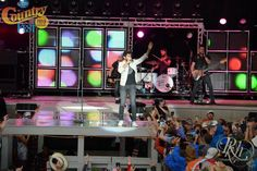 The news is no surprise to us here at Country Fest. We knew we wanted Thomas Rhett back at Fest after his stellar performance here in 2015! Since that time, Rhett and his famous dance moves have skyrocketed to country music fame…the telltale sign? He's going to be honored as one of CMT's Artists of …