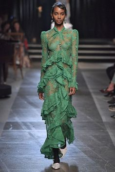 See every look from the Erdem S/S 18 runway collection that just debuted at London Fashion Week. Spring Summer Trends, Spring Summer Fashion, Catwalk Fashion, London Fashion, Green Lace Dresses, Erdem, Dream Dress, Beautiful Dresses, Style Inspiration
