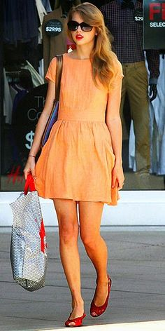 Taylor Swift wore this easy little peach dress with red peeptoes and red lips