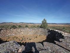 En un pueblo de Cáceres, limítrofe con la provincia de Salamanca, está este…