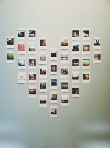 DIY Projects to Turn Your Photos into Wall Art Polaroid heart wall art is so cute!Polaroid heart wall art is so cute! Polaroid Display, Polaroid Wall, Polaroid Pictures Display, Instax Wall, Polaroid Photos, Polaroid Decoration, Polaroids On Wall, Polaroid Camera, Ways To Hang Polaroids
