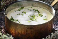 Täyteläinen sipuli-juustokeitto