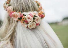 海外花嫁はベール×花冠がお好き♡花冠もベールも両方つけちゃう欲張り花嫁ヘアアレンジまとめ*のトップ画像
