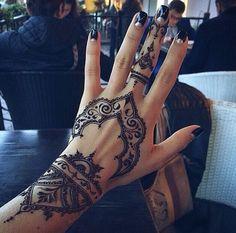 01 Black Henna Tattoo