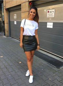 Leather Skirt Outfit Ideas Collection t shirt with leather skirt leather skirt outfit ideas Leather Skirt Outfit Ideas. Here is Leather Skirt Outfit Ideas Collection for you. Leather Skirt Outfit Ideas t shirt with leather skirt leather skirt. Mode Outfits, Fashion Outfits, Womens Fashion, Fashion Ideas, Fashion Hacks, Club Outfits, School Outfits, Fashion Trends, Fashion Boots