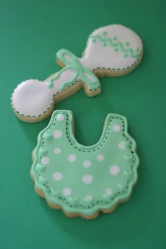 Pink Little Cake: Green and White Baby Shower Cookies Fancy Cookies, Royal Icing Cookies, How To Make Cookies, Yummy Cookies, Sugar Cookies, Baby Girl Cookies, Baby Shower Cookies, Baby Shower Planner, Baby Shower Invitations
