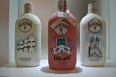 Botellas intervenidas por Asuka Design Tequila, Vodka Bottle, Drinks, Food, Decorated Bottles, Frames, Mexican Drinks, Painted Bottles, Ale
