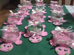 Lindos dulceros reutilizando botellas de PET - Dale Detalles Cake, Disney, Craft, Happiness, Recycled Crafts, Jelly Beans, Bottles, Cute, Fiestas
