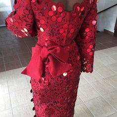 Komole Iro and buba in embellished daisy swirl motif. #DeolaBride #Komole