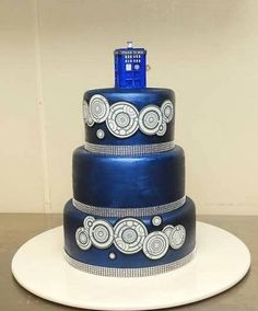Cake maker unknown as bride posted the picture to her Pinterest board. Image source: http://www.pinterest.com/arteggra/my-doctor-who-wedding/