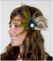 If you're looking for a hot new trendy look this fall it's headbands and especially feathers. This seasons hot looks for homecoming hairstyles are all here. 1970 Hairstyles, Headband Hairstyles, Cute Hairstyles, Bohemian Chic Fashion, Bohemian Style, Boho Chic, Hippie Hair, Hair Flow, Cute Headbands