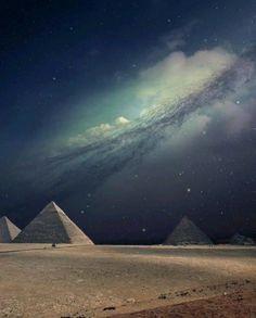 Las piramides de Giza y la via lactea. Precioso