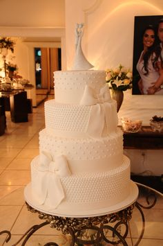 Bolo de casamento de 4 andares com laços e bolinhas / Wedding Cake 4 layers with ribbon and polka dots