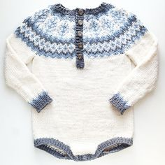 Embladrakt - My favorite children's fashion list Winter Knitting Patterns, Knitting For Kids, Crochet For Kids, Crochet Baby, Baby Outfits, Kids Outfits, Norwegian Knitting, Baby Coat, Baby Patterns