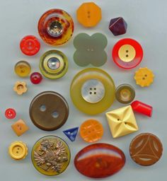 SOLD:24 bakelite vintage buttons lot 2