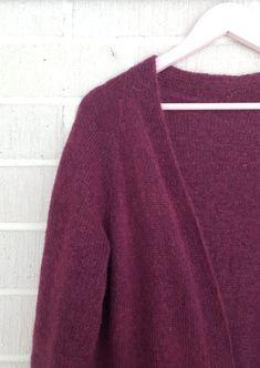 Ilman erikoisominaisuuksia oleva neuletakki – Nurjia silmukoita Men Sweater, Pullover, Sweaters, Fashion, Moda, Fashion Styles, Men's Knits, Sweater, Fashion Illustrations