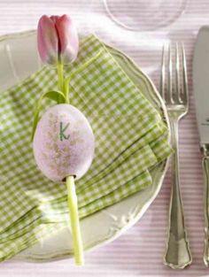 tulipe rose et oeuf pour la déco de la table