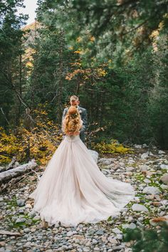 Ideas for a romantic vow renewal in nature | Nhiya Kaye Photography: nhiyakayephotography.com