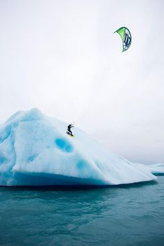 Kitesurf Alaska. Between glaciers and killer whales.