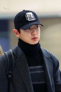 Chanyeol - 161110 Incheon Airport, arrival from Nagoya Credit: Bubbly Cherry. (인천공항 입국)