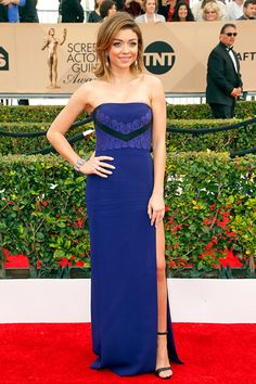 Pin for Later: See Every Gorgeous Look From the SAG Awards Sarah Hyland Wearing a J. Mendel strapless dress and Giuseppe Zanotti heels. Sarah Hyland, Red Carpet Dresses 2016, Red Carpet 2016, Dressy Dresses, Blue Dresses, Strapless Dress Formal, Popsugar, Emma Stone Red Carpet, Sag Awards