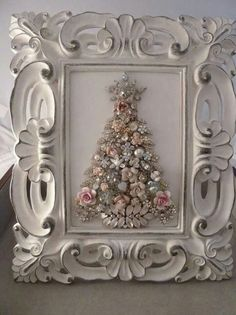 99 Inspiring White Vintage Christmas Decoration Ideas is part of Jewelry christmas tree - You don't need a big budget or a huge collection of pricey antiques to bring a vintage touch to your […] Jewelry Frames, Jewelry Tree, Christmas Projects, Holiday Crafts, Christmas Photos, Christmas Ideas, Shabby Chic Schmuck, Shabby Chic Jewelry, Stylish Jewelry