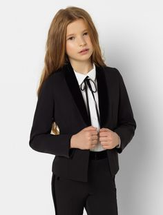 Steal the show with the Lennox three-piece girls tuxedo. The slim-fit design has glamorous velvet lapel and button details, perfect to dazzle at any occasion. The three-piece outfit comes with the Annie shirt for the complete girl power look! Purple Tuxedo, Modern Tuxedo, Black And White Tuxedo, Classic Tuxedo, Black Suits, Tuxedo Cake, Tuxedo Dress, Tuxedo Wedding, Prom Tuxedo