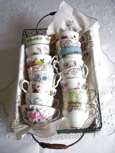 vintage tea & coffee cups | Inspiration i vitt