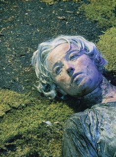 Sem Título #153, 1985, de Cindy Sherman vale 2.700.000 dólares. | Estas são 15 das fotos mais caras do mundo