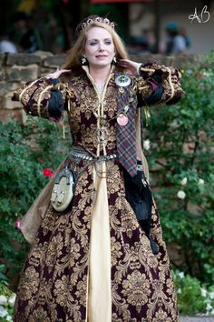 Queen Margaret of Scotland & the Isles, Scarborough Renaissance Festival, Waxahachie, Texas. Photo by Ariana Berdy. Gown by Edna K Originals.