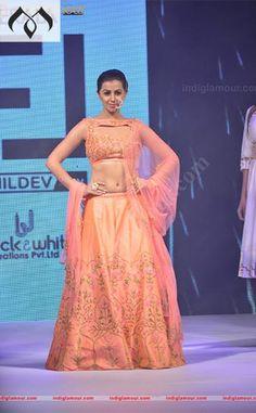 #keralafashionleague #nikki #nikkigalrani #kfl #indiancouture #coutureindia #showstopper #kerala #hyderabaddesigner #peachfashion #kochi Contact Details:040-65550855/9949047889 Watsapp:8142029190/9010906544 Email-id:Mugdha410@gmail.com Instagram:MugdhaArtStudio