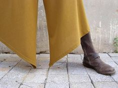 Waarschuwing - u zult niet willen deze broek opstijgen!!! Ongelooflijk comfortabel om te dragen de hele dag, avond en nacht. Verkrijgbaar in een groot scala aan kleuren. De diagonale hemline van de broek Maak je kijken groter, met appartementen, laarzen of hoge hakken dragen. Werkt geweldig