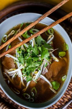 Pho, Ramen, Chili, Ethnic Recipes, Kitchen, Street, Cilantro, Cooking, Chile