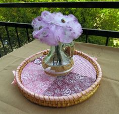 Il mazzolino di fiori di tulle è un dolcissimo pensiero per la giornata della Festa della mamma. Semplici da realizzare la faranno felice.