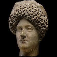 Domitia Longa fut l'épouse de Domitien, fille du grand général Corbulon vainqueur des Parthes, elle aurait était secrètement amoureuse de Titus. Elle se joindra au complot des sénateurs pour faire disparaître son mari.