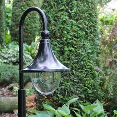 Sfeerfoto Milaan Led buitenlamp staand #Tuinverlichting #Tuinlantaarn #Buitenverlichting #Staand Outdoor Decor, Decor, Home Decor
