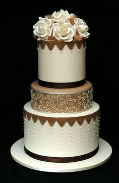 I LOVE this cake.  So pretty and I like all of the different detailing.  ᘡηᘠ