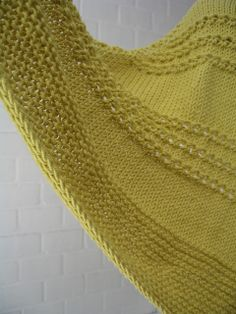 Free Pattern: Ridged Triangular Shawl by Leslie Weber