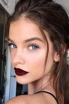 Natural Makeup Barbara Palvin rouge à lèvres foncé dark lipstick maquillage makeup - You only need to know some tricks to achieve a perfect image in a short time. Barbara Palvin, Makeup Goals, Makeup Inspo, Makeup Trends, Makeup Ideas, Makeup Tutorials, Makeup Blog, Beauty Make-up, Beauty Hacks