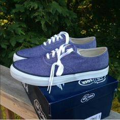 NEW IN BOX SPERRY TOPSIDERS SHOES DENIM BLUE 10 Brand new in box never worn Sperry Topsiders. UNISEX shoes. Fits ladies 10. Sperry Top-Sider Shoes