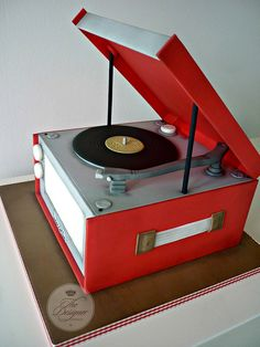 Dansette Record Player Birthday Cake - Cake by Isabelle Bambridge Crazy Cakes, Fancy Cakes, Cute Cakes, Music Themed Cakes, Music Cakes, Bolo Dj, Cake Original, Mantecaditos, Sculpted Cakes