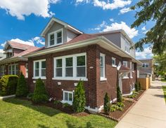 Single Family Property For Sale with 3 Beds & 3.1 Baths In Chicago, IL (60641)