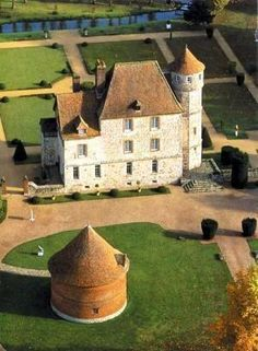 Château de Vascoeuil. Nestling at the heart of the Norman countryside, at the edge of Lyons Forest is the 15th-16th-century Vascoeuil Castle - Jules Michelet