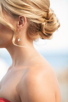 Bridesmaid wedding hair- messy bun