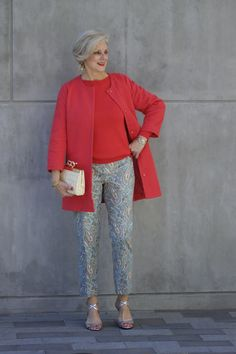 Beth of Style at a certain age is pretty in paisley. Here is the look in full view. I'm pretty sure this would work for my curvy bottom half. Over 60 Fashion, Mature Fashion, Over 50 Womens Fashion, Fashion Over 50, Casual Outfits, Fashion Outfits, Emo Outfits, Punk Fashion, Lolita Fashion