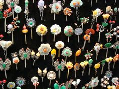 뒤꽂이 Korean Traditional Dress, Traditional Outfits, Korean Accessories, Hair Accessories, Hair Jewelry, Jewelry Art, Korean Jewelry, Korean Design, Royal Jewelry