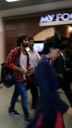 Saw Sachin Tendulkar and Shahid at Mumbai airport ...