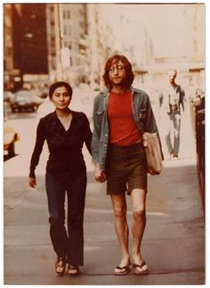 "the-cosmic-empire: ""Various candid photos of John (and Yoko, Cynthia, Sean and Julian). "" Cynthia and John Photo - I've never seen. Foto Beatles, Les Beatles, John Lennon Beatles, Beatles Photos, Sean Lennon, John Lennon Yoko Ono, Imagine John Lennon, Liverpool, Joko"